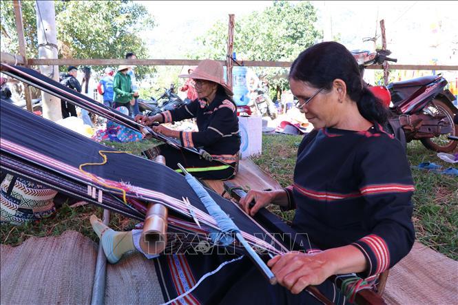 Ngày Di sản văn hóa Việt Nam 23-11: Vinh danh sắc màu thổ cẩm Việt