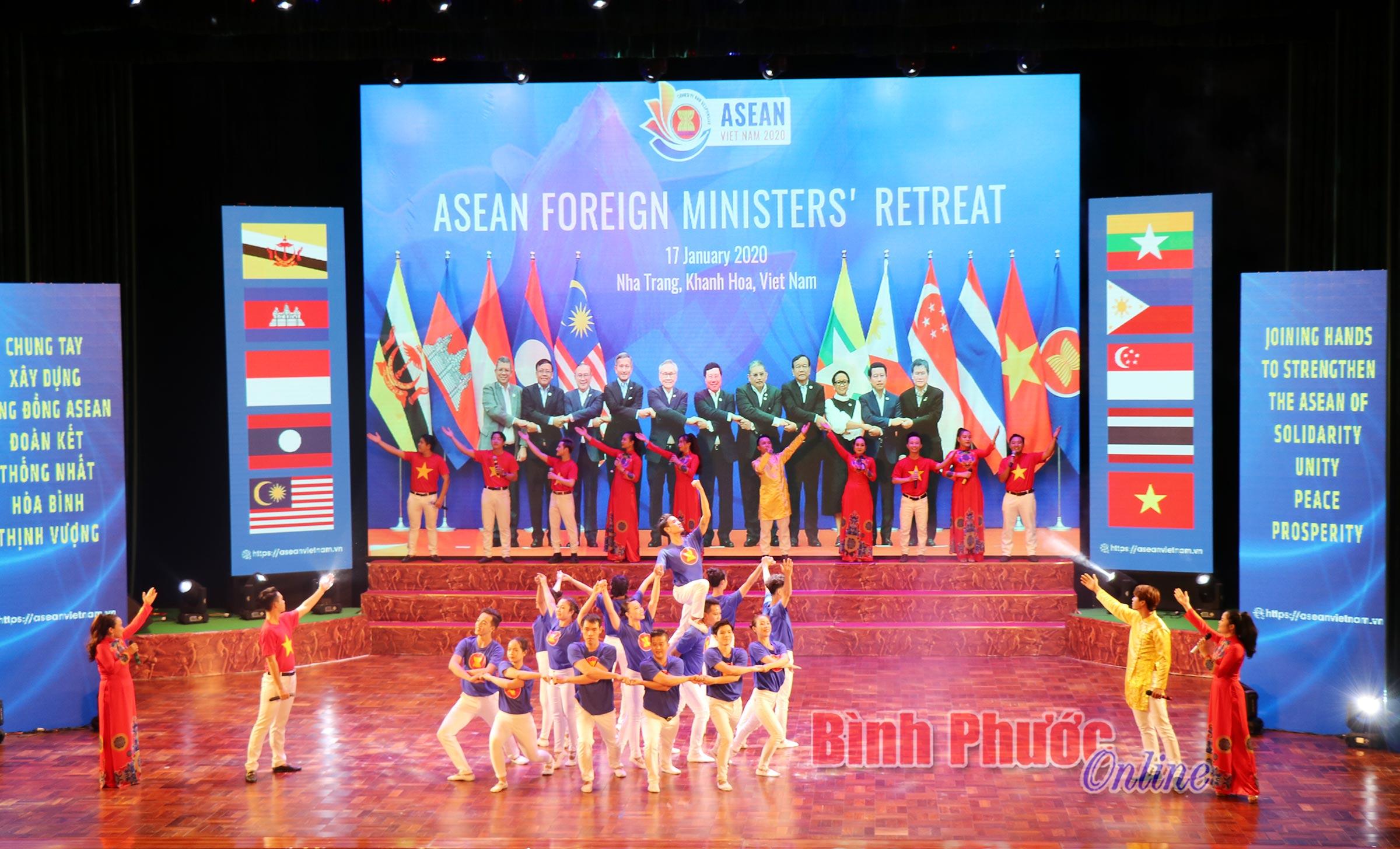 Tiết mục nghệ thuậtđầy màu sắc, ý nghĩa thể hiện tinh thần đoàn kết của cộng đồngcác nước ASEAN