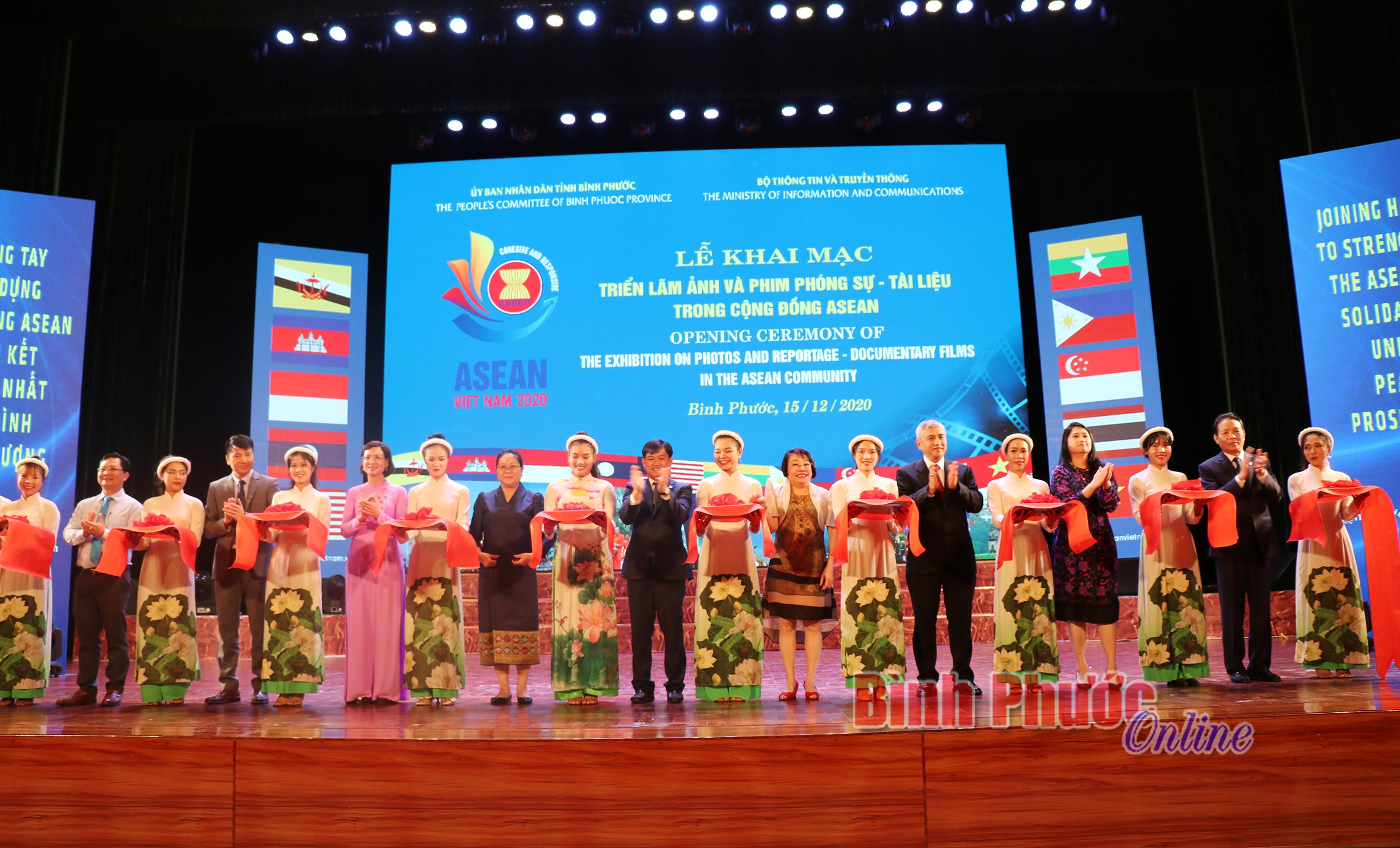 Ủy viên Ban Thường vụ Tỉnh ủy, Phó chủ tịch UBND tỉnh Trần Tuyết Minh phát biểu tại lễ khai mạc
