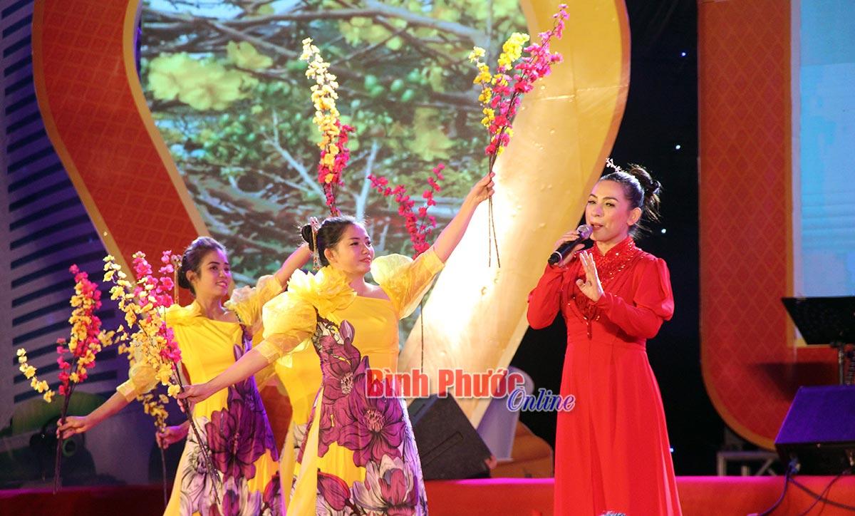 a sĩ Phi Nhung với các tác phẩm nhạc xuân thu hút sự quan tâm đón đợi của đông đảo người dân