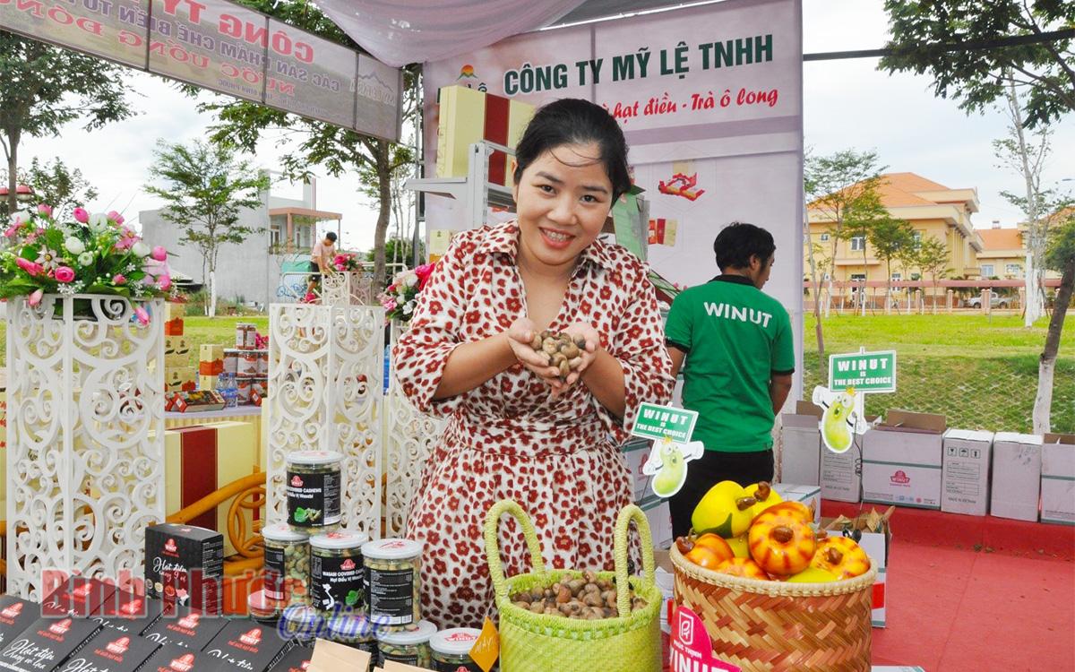 Doanh nghiệp điều của tỉnh giới thiệu đặc sản của Bình Phước