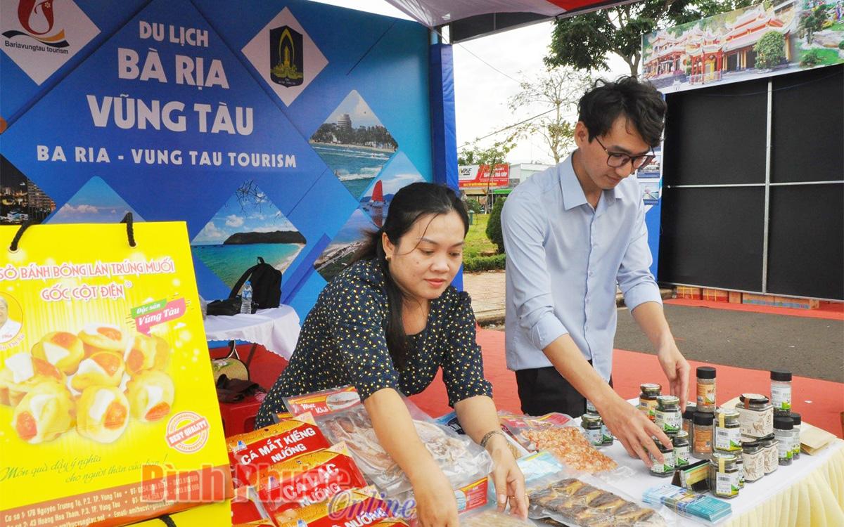 Gian hàng đặc sản của đơn vị tỉnh Bà Rịa - Vũng Tàu đang hoàn thiện