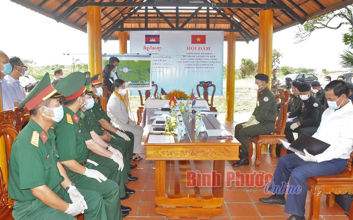 Hội đàm thống nhất kế hoạch đặt bia đá ghi nhớ tại điểm dừng chân của Thủ tướng Campuchia Samdech Techo Hun Sen