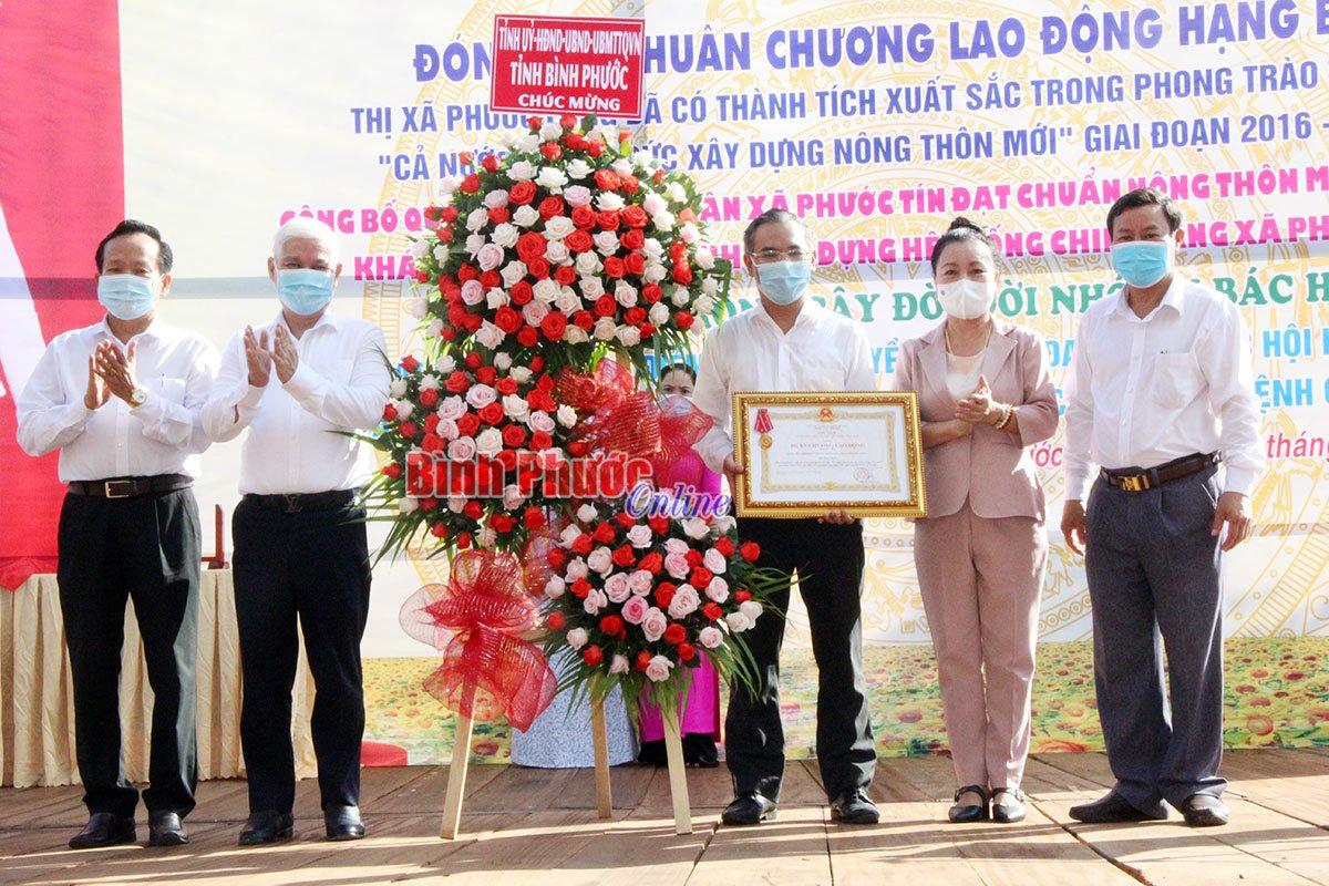 Phước Long được tặng thưởng Huân chương Lao động hạng ba trong xây dựng nông thôn mới