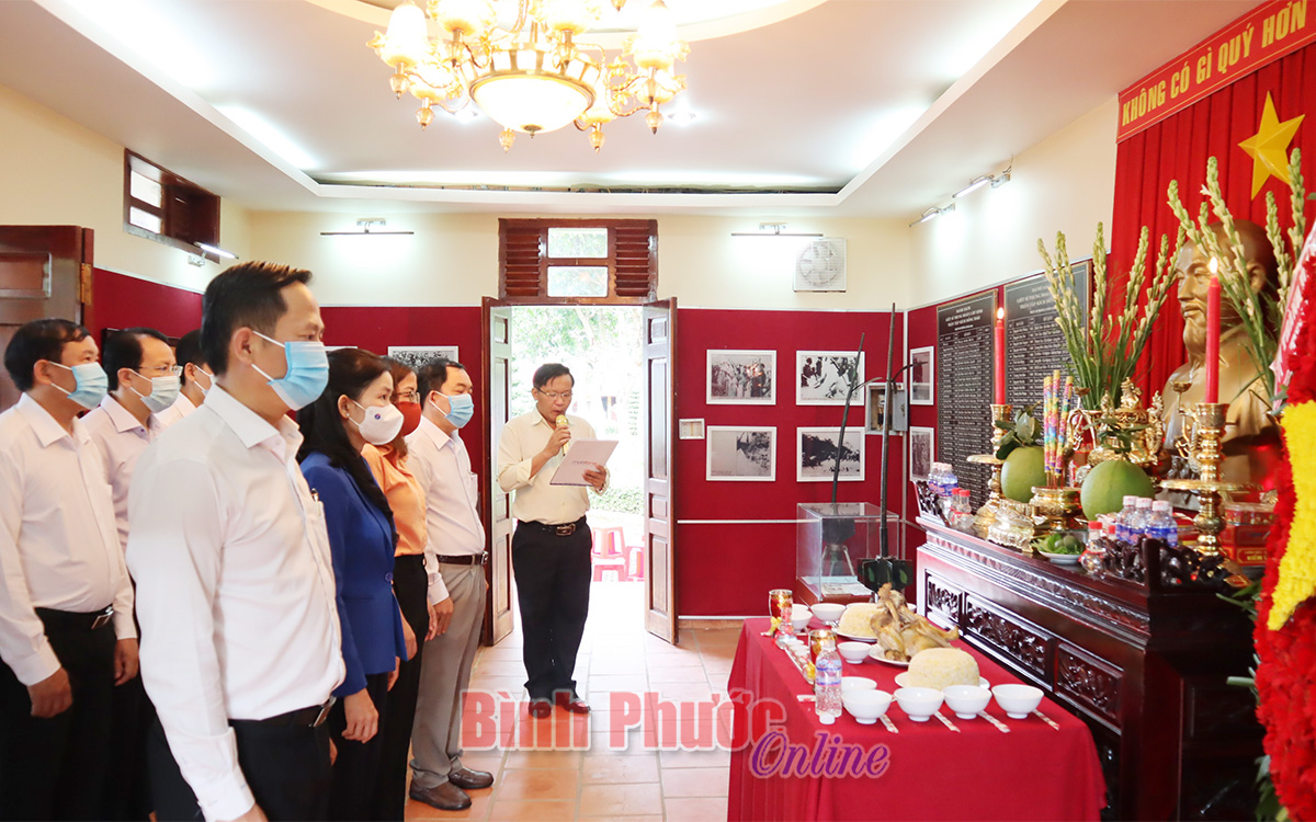 """Dâng hương tưởng niệm Di tích lịch sử Quốc gia """"Địa điểm chiến thắng Đồng Xoài"""""""