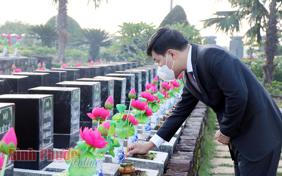 Lãnh đạo tỉnh viếng nghĩa trang liệt sĩ nhân kỷ niệm 74 năm Ngày Thương binh - Liệt sĩ